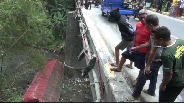 Kronologis Truk Muatan Kopi Susu Terjun ke Sungai Glagah Brebes