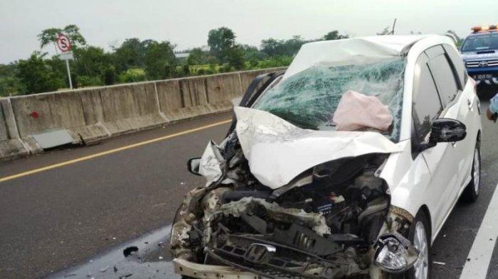 Sopir Ngantuk dan Hilang Kendali, Mobil Alami Kecelakaan di Tol Pemalang-Batang