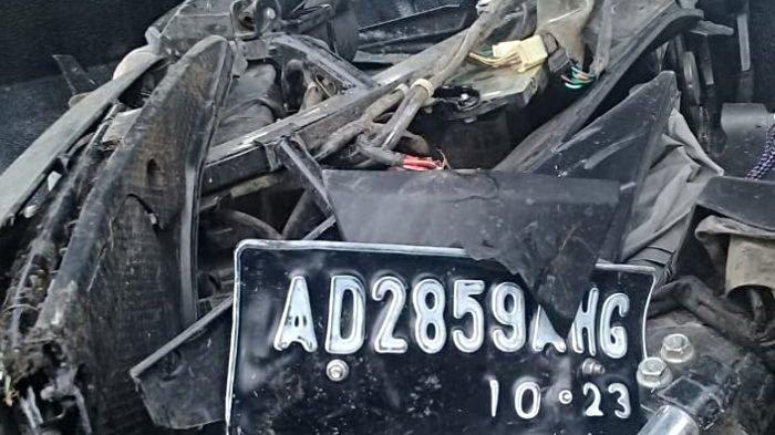 Sopir Xenia Ngantuk, Mobil Masuk Jalur Berlawanan, Tabrak Motor Beat Terpental ke Parit
