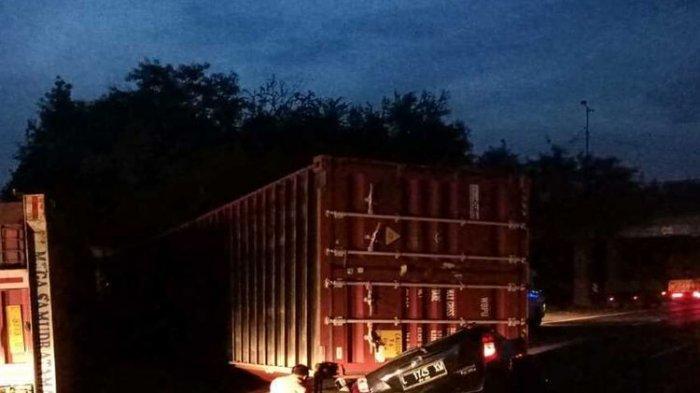 Kecelakaan Maut Trailer Terguling, Pengemudi Daihatsu Sigra Tewas Tergencet Kontainer Seberat 24 Ton