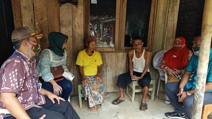 Bantu Sepasang Lansia yang Tak Dapat Bantuan di Pekalongan, Ini Pesan Anggota DPRD