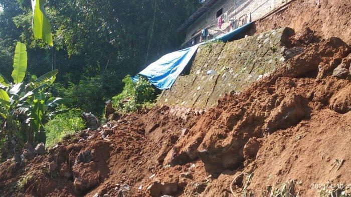 3 Bencana Tanah Longsor Terjadi di Karanganyar Seusai Hujan Lebat