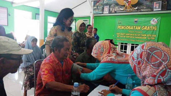 Pengobatan Gratis Kejaksaan di Desa Kedawung Diserbu Ratusan Lansia.