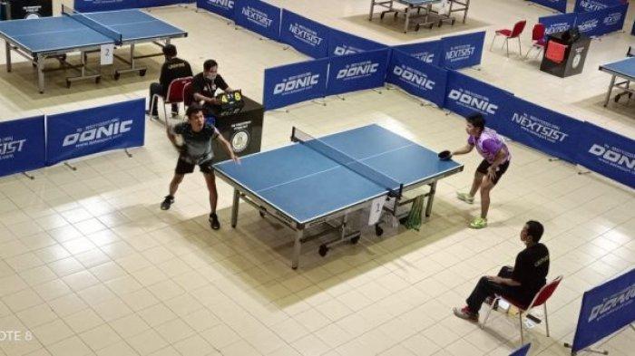 Atlet tenis meja berhasil menyumbang dua medali pada event kejuaraan Invitasi Pekan Pengembangan Bakat dan Minat Mahasiswa (IPPBMM) tahun 2021 di UIN Sunan Kalijaga Yogyakarta, Rabu (23/6/2021)