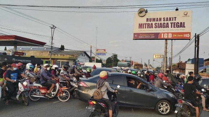 Dampak Penutupan Jalan PPKM Darurat, Jalan Nasional di Tegal Macet Panjang