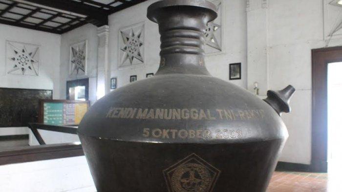 Bukan Sembarang Wadah, Kendi Raksasa di Museum Mandala Bhakti Ini Punya Makna Sangat Luhur