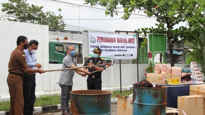 Kejaksaan Negeri Semarang Musnahkan Barang Bukti Pidana Kepabeanan dan Cukai Senilai Rp 415 Juta