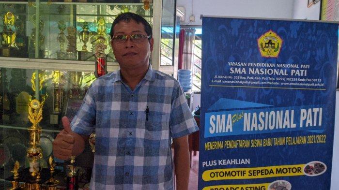 Kepala SMA Nasional Pati Edi Waluyo ketika ditemui Tribunjateng.com di kantornya, Rabu (24/3/2021).