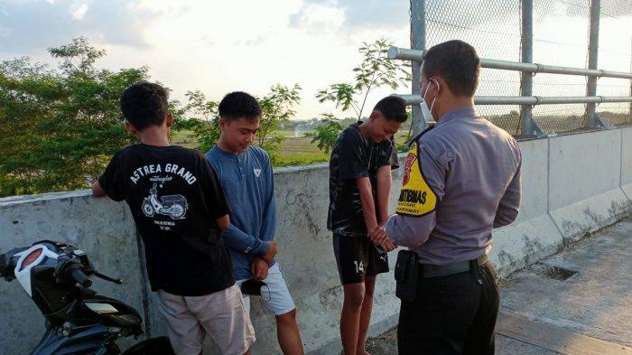Polisi Bubarkan Pemuda Yang Nongkrong di Flyover Simo Kebakkramat Karanganyar