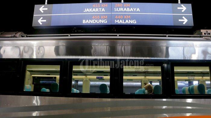 Tazkiyah Duduk Sendirian dalam Gerbong KLB Surabaya-Semarang, Wajib Bawa Surat Tugas Kantor - kereta-luar-biasa-kai-2.jpg