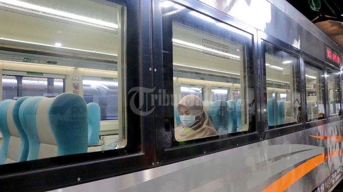 Tazkiyah Duduk Sendirian dalam Gerbong KLB Surabaya-Semarang, Wajib Bawa Surat Tugas Kantor - kereta-luar-biasa-kai-4.jpg