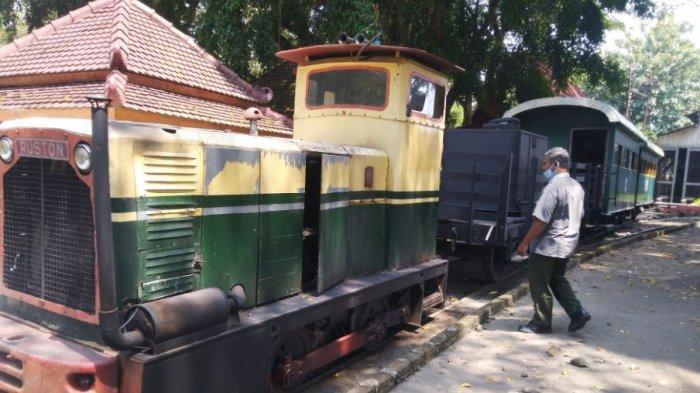 Kereta tua di Loco Tour Cepu