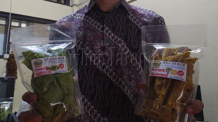 Pelajar SMKN Jenawi Karanganyar Jual Olahan Keripik Debog dan Daun Kelor: Buat Tambah Beli Kuota
