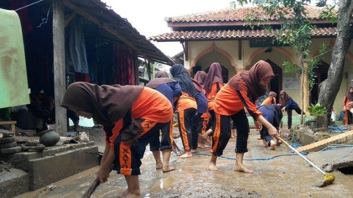 5 Tips Untuk Membersihkan Bekas Banjir