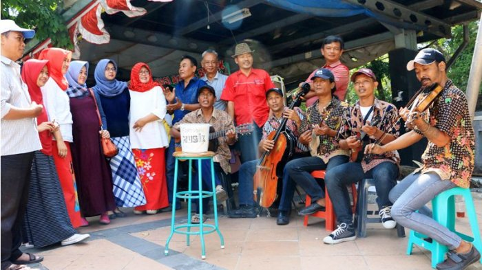 Makin Asikk, Belanja di Shelter PKL Taman KB Tiap Jumat Diiringi Musik Keroncong Live
