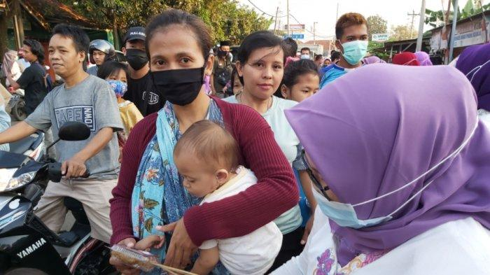 Gandeng 10 UMKM, DPC Perempuan Bangsa Kabupaten Pekalongan Bagikan Takjil
