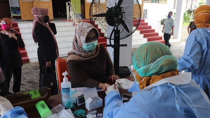 Anggota DPRD Kabupaten Pekalongan Jalani Rapid Test