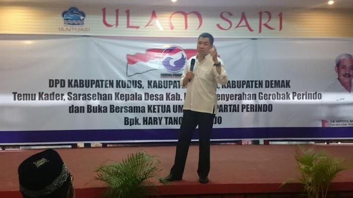 Ketua Umum Perindo Berikan Bantuan Gerobak untuk PKL Kudus dan Demak