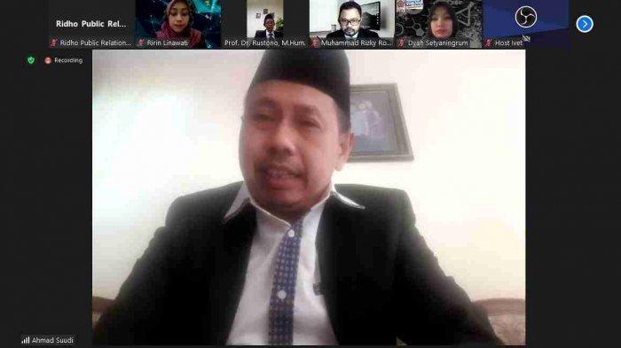 Ketua Yayasan Pembina IKIP Veteran H Ahmad Suudi memberikan sambutan dan ucapan selamat kepada pejabat baru yang di lantik secara daring melalui media Zoom.