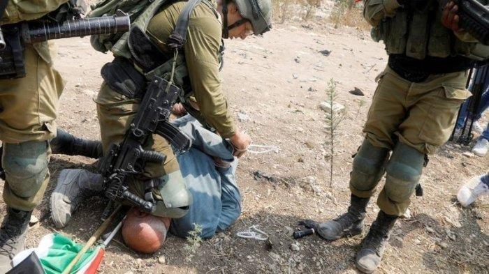 Khairi Hanoon, aktivis paruh baya yang lehernya diinjak oleh tentara Israel.