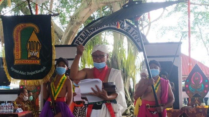 Kirab pembacaan secara singkat Perjanjian Giyanti di Lingkungan Kerten Kelurahan Jantiharjo Kecamatan/Kabupaten Karanganyar, Sabtu (13/2/2021) siang.