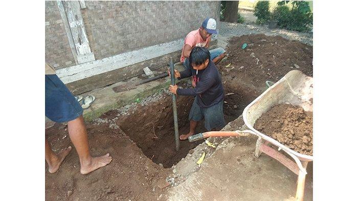 Di Purbalingga, Mahasiswa KKN Undip Arahkan Pembuatan Sanitasi yang Sehat
