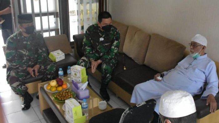 Danrem 074/Warastratama Kunjungi Ustaz Abu Bakar Baasyir, Sumbangkan APD & Swab Antigen untuk Ponpes