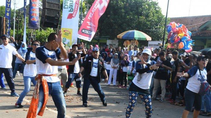Bupati Wihaji Meriahkan Jalan Sehat Komunitas Facebook Pigura Wong Batang