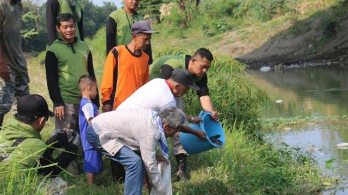 Komunitas Paser Mania Tegal Tanam Pohon, Bersihkan Sungai dan Tabur Benih Ikan