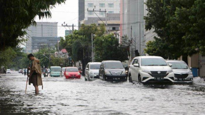 Banjir Semarang Masih Genangi Sejumlah Wilayah hingga Pagi Ini, di Genuk Setinggi Perut