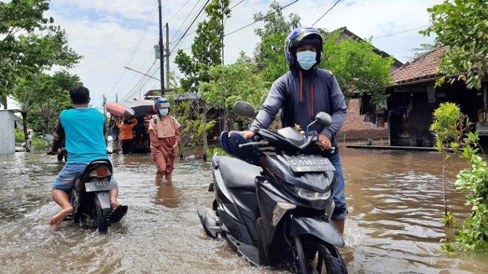 Empat Hari Terkepung Banjir, Warga Genuksari Semarang Mulai Diserang Gatal-gatal, Flu dan Kembung