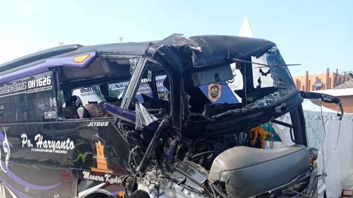 Sopir Bus Haryanto Sempat Loncat Sebelum Kecelakaan Tabrak Truk di Gerbang Tol Kalikangkung Semarang
