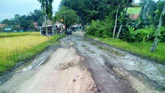 Kondisi jalan di Desa Karangbrai, Kecamatan Bodeh, Pemalang, beberapa waktu lalu.