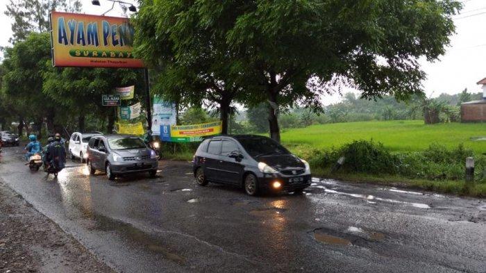 Lima Kades Buat Surat Laporan ke Bupati Karanganyar Terkait Rusaknya Jalan Solo-Purwodadi