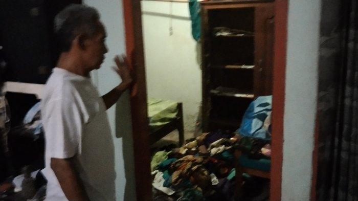 Kondisi kamar Rumah Suhartono acak-acakan setelah disatroni pencuri