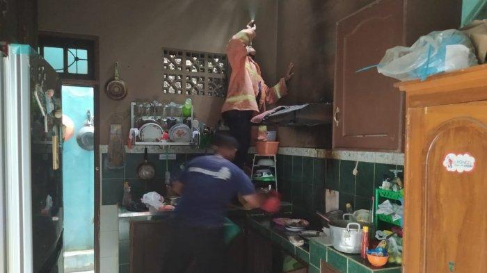 Lagi Menggoreng Cireng Ditinggal, Dapur Rumah Warga Colomadu Karanganyar Terbakar