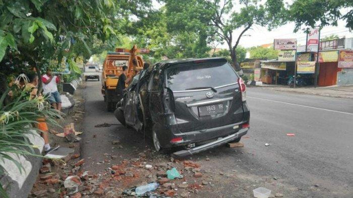 Kecelakaan Tunggal Sekeluarga Asal Pamekasan Jatim di Sragen, Mobil Berhenti Setelah Hantam Pagar