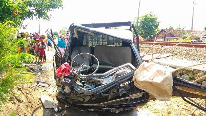BREAKING NEWS: Kecelakaan Maut Mobil Vs Kereta Api Joglosemarkerto di Pemalang, 1 Tewas