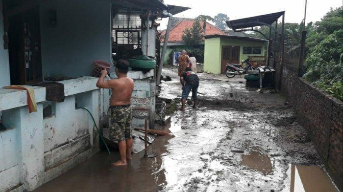 BREAKING NEWS: Tanggul Kali Bajak Jomblang Semarang Jebol, 4 Rumah Rusak Parah