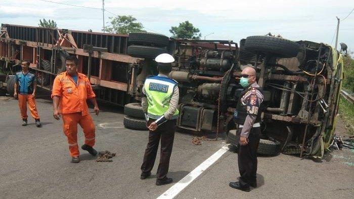 Kecelakaan di Tol Cipularang, Truk Rem Blong Hilang Kendali Lalu Terguling