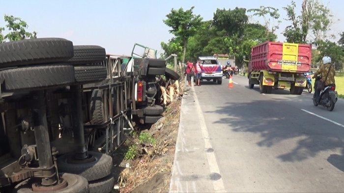 Kecelakaan Truk Tronton Terguling di Jalan Ring Road Utara Sragen : Sudah Istirahat Sebentar