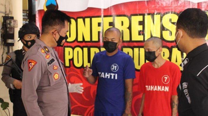 Kabag Ops Polres PurbaIingga Kompol Pujiono didampingi Kasat Reserse Narkoba AKP Muhammad Muanam dan Kasubbag Humas Iptu Muslimun, saat konferensi pers kasus penyalahgunaan narkotika, Kamis (17/6/2021).