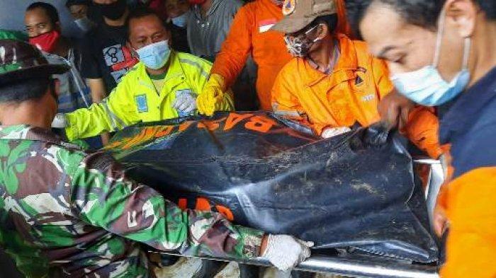 Istimewa Korban longsor berhasil dievakuasi oleh jajaran relawan Jalan Jomblang Sari 3 RT 3 RW 1,Kelurahan Jomblang, Kecamatan Candisari, Kota Semarang, Sabtu (6/2/2021).