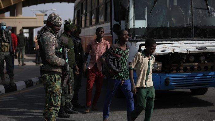 Ratusan Murid Perempuan Korban Penculikan Kelompok Bersenjata Nigeria Dibebaskan