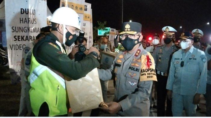 Kakorlantas Irjen Pol Istiono lakukan pengecekan di ruas tol Kalikangkung.