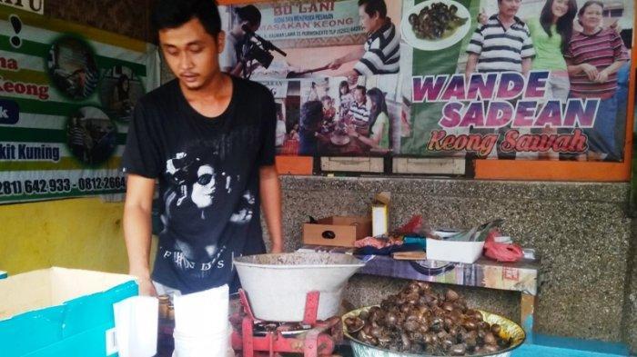 Kraca yang dijual di warung Khamlani, di Jalan Kauman Lama, Purwokerto, pada Kamis (16/5/2019).