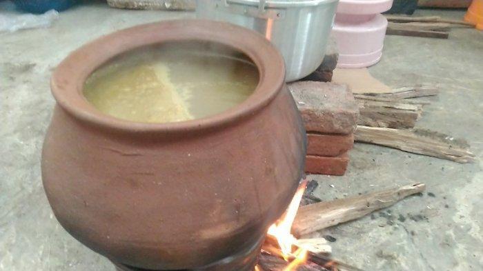 Rasakan Nikmatnya Soto Gentong di Kudus yang Dimasak di Kuali, Aroma Bumbu Rempahnya Kuat