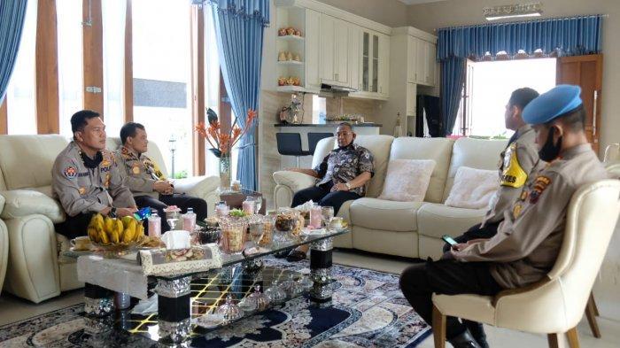Kunjungi Komjen Pol (Purn) Noer Ali, Kapolda Jateng Irjen Pol Ahmad Luthfi Diguyur Petuah