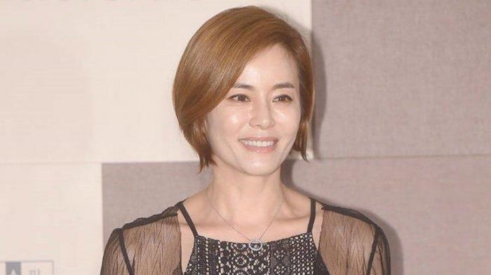Tak Banyak Komentar, Ini Kata Kyun Mi Ri Ibunda Lee Da In Soal Hubungan Putrinya dengan Lee Seung Gi