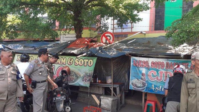 Kerap Timbulkan Kemacetan, Satpol PP Brebes Tertibkan Puluhan Pedagang di Sekitar Pasar Induk